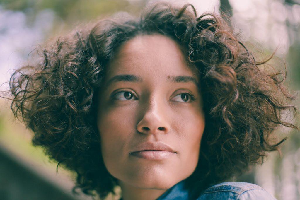 Curtos retos para cabelos cacheados e crespos